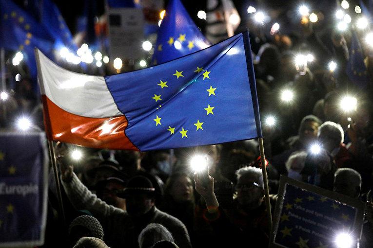Флаги Польши и Европейского союза