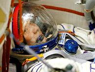 Японский предприниматель Юсаку Маэдзава во время предполетных тренировок в Звездном городке, Россия