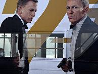 """Реклама нового фильма о Джеймсе Бонде """"Нет времени умирать"""" в Лондоне"""