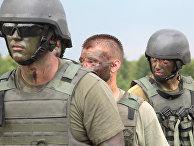 Украинские солдаты во время учений под руководством британских инструкторов