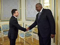 Владимир Украины Владимир Зеленский во время встречи с министром обороны США Ллойдом Остином в Киеве