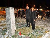 Министр иностранных дел РФ Сергей Лавров и министр иностранных дел Норвегии Анникен Хюитфельд на церемонии возложения цветов