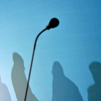 Микрофон во время переговоров в штаб-квартире СДПГ в Берлине